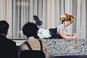 Schauspielerin Sofia Elena Borsani als Heidi-Wonneproppen in der Spielstätte «Box» des Luzerner Theaters. Bild: David Röthlisberger/PD