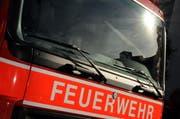 Die Feuerwehr wurde umgehend alarmiert und rückte rasch aus. (Symbolbild Adrian Venetz / Neue OZ)