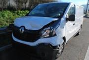 Der beim Unfall in Inwil beschädigte Lieferwagen. (Bild: Luzener Polizei (Inwil, 23. März 2017))
