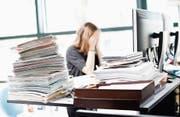 Wenn die Arbeit zu viel wird, kann dies zu einer Lebenskrise führen. (Bild: Stefan Kaiser (Zug, 23. März 2017))