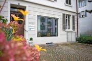 An der Pilatusstrasse in Zug werden keine Instrumente mehr repariert. Das Blashaus ist jetzt in Luzern. Bild: Maria Schmid (Zug, 24. November 2016)