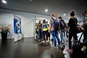 Uni-Studenten besuchen eine Vorlesung der Rechtswissenschaftlichen Fakultät. (Bild Pius Amrein)