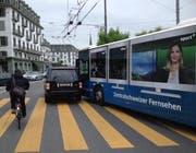 Beim Fussgängerstreifen am Schwanenplatz kam es am Mittag zu einem Unfall. (Bild: Leserbild)