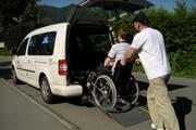 Ein Lutixi-Fahrzeug erhält einen Fahrgast. (Bild: PD)