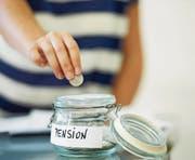Wie viel Geld geht nach der Pensionierung ins Portemonnaie? Darüber streitet sich das Parlament. (Symbolbild: Getty)