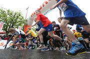 14'000 Personen starten am Stadtlauf 2013 auf der Luzerner Bahnhofstrasse. (Bild: Philipp Schmidli / Neue LZ)