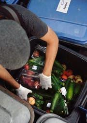 In Abfallcontainern findet man viel Essbares. (Bild Nadia Schärli)