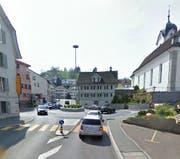 Hier beim Kreisel in Wollerau ereignete sich der Unfall. (Bild: Google Maps)