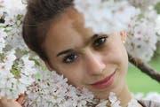 Anna Podany, die auch zwischen Blüten in den Gartenanlagen des Schlosses in Versailles gearbeitet hat, geniesst, während des Zwischenjahres verschiedene Varianten auszuprobieren. (Bild: pd)