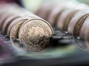 Die Rechnung stimmte nicht: Der Bund wird auch dieses Jahr mit grosser Wahrscheinlichkeit einen Überschuss bei den Bundesfinanzen ausweisen können. (Symbolbild) (Bild: /KEYSTONE/CHRISTIAN BEUTLER)