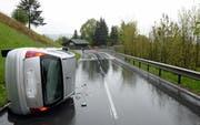 Unfall in Malters: Eine Autofahrerin verlor in einer Linkskurve zwischen Blatten und Littau die Herrschaft über ihr Auto und kam ins Schleudern. (Bild: Luzerner Polizei)