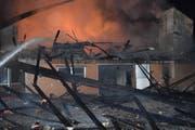 Der Stall brannte bis auf die Grundmauern nieder. (Bild: Luzerner Polizei)