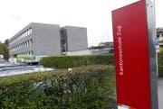 Blick auf das Schulraumprovisorium an der Kantonsschule Zug. Bild: Werner Schelbert (Zug, 15. April 2016)
