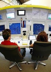 Sowohl in der Luftfahrt (im Bild eine Zentrale der Flugüberwachung Skyguide) als auch beim Schienenverkehr oder im Gesundheitswesen: Überall gibt es Meldesysteme für Fehler und Unregelmässigkeiten. Sie sind aber unterschiedlich effizient. (Bild: Keystone)