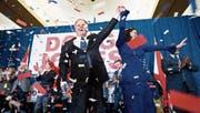 Der Demokrat Doug Jones feiert den Wahlsieg mit seiner Ehefrau. Jones ist neuer Senator für Alabama. (Bild: Bill Clark/Getty (Birmingham, 12. Dezember 2017))