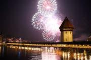Beim fünften Luzerner Fest wird das Feuerwerk mit Schweizer Musik untermalt. Hier im Bild das Feuerwerk über dem Luzerner Seebecken im 2012. (Bild: Philipp Schmidli / Neue LZ)