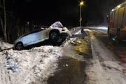 Das verunfallte Auto in Unteriberg. (Bild: Kantonspolizei Schwyz)
