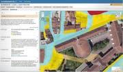 Blick auf die neue kantonale Raumkataster-Homepage. Auf dem Bild sieht man die Gefährdung durch Hochwasser (blau: mittel, gelb: gering) rund um das Luzerner Regierungsgebäude (blau umrandet). Im Text links finden sich die dazugehörigen Erklärungen. (Bild Screenshot)