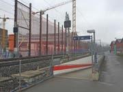 Die bestehenden Unterführungen sind teils zu weit vom eigentlichen Bahnhof weg und es hat keine Lifts, eine zusätzliche, zentrale Unterführung soll gebaut werden – mit Lifts. (Bild: Roman Hodel (Kriens, 8. Februar 2018))
