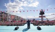 Der türkische Premierminister Binali Yildirim bei einem Wahlkampfauftritt in Izmir. (Bild: Ali Balikci/Getty (Izmir, 9. April 2017))