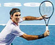 Im Uhrzeigersinn: Roger Federer, Marc-Andrea Hüsler, Nenad Zimonjic, Juan Martin Del Potro. (Bilder: Keystone/Swiss Tennis/Imago/AP)