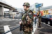 Flughafen Orly: der Tatort des jüngsten Terroranschlags in Frankreich. Bild: Kamil Zihnioglu /AP (18. März 2017)
