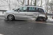 Dieses Unfallauto erlitt Totalschaden. (Bild: Kapo Obwalden (St. Niklausen, 18. Februar 2018))