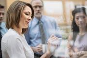 Gemischte Teams bringen bessere Leistungen; immer mehr Arbeitgeber erkennen die Qualitäten von Frauen in Kaderpositionen. Doch bei der Umsetzung happert es vielerorts. (Bild: Getty)