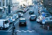 Im Hirschmattquartier sollen - unter anderem an der Frankenstrasse - insgesamt 76 Parkplätze aufgehoben werden. (Bild: Roger Grütter / Neue LZ)