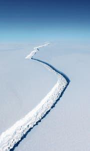 160 Kilometer langer Riss in der Antarktis: Ein ähnlicher Graben trennt Wissenschaftler und Klimaskeptiker. (Bild: John Sonntag/Nasa)