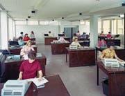 Die Digitalisierung hat den Zahlungsverkehr stark verändert – so sah Buchhaltung 1968 noch aus. (Bild: Getty)