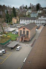 Auf dem EWL-Areal ist bis 2025 eine neue Überbauung geplant. Nur das Rote Haus (Bild) bleibt stehen. (Bild: Dominik Wunderli (Luzern, 31. März 2015))