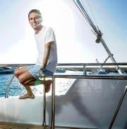 Orascom-CEO Khaled Bichara (45) geniesst auf einer Jacht im Roten Meer vor El Gouna die Abendsonne. (Bild: Lundi 13/Nicolas Righetti)
