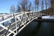 Wieder am alten Standort: Das sanierte Bogenbrüggli beim Seeausfluss in Unterägeri. (Bild: PD)