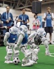 Ein klares Abseits, oder? Wann kommt eigentlich der Videobeweis im Roboterfussball? (Bild: Kyodo News/Getty (Nagoya, 27. Juli 2017))