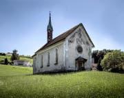 Abgebröckelter Verputz und Feuchtigkeit: Die Kapelle im Dörfli Dierikon ist seit Jahren in einem schlechten Zustand. (Bild Pius Amrein)