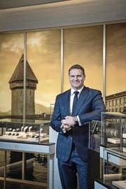 Sascha Moeri, CEO von Carl F. Bucherer, in der neuen Boutique. (Bild: Pius Amrein (Luzern, 14. August 2017))
