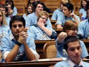 Die grösste Schweizer Plattform für jugendpolitische Anliegen ist bisher die jährliche Jugendsession - wie hier im November 2010. (Archiv) (Bild: /KEYSTONE/LUKAS LEHMANN)