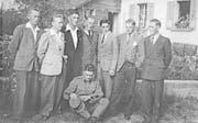 Acht von zehn Mitgliedern der Pongobande um 1945 (von links): Franz Blum, Vinzenz Blum, Albert Steinmann, Anton Geiser, Anton Steinmann, Hans Büchler, Fritz Geiser. Sitzend: Franz Geiser. (Bild: Archiv Stephan Vonesch)
