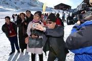 Chinesische Touristen auf dem Titlis. (Bild: Adrian Stähli / Neue LZ)