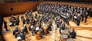 Grossaufgebot für Rossini: der von Peter Sigrist geleitete Konzertchor sowie die Camerata Luzern im Konzertsaal des KKL. Bild: Roger Grütter (14. November 2016)