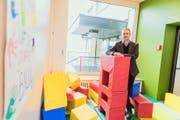 Geschäftsführer Armin Müller in den neuen Räumen der Sonderschule Mariazell in Beromünster. Bild: Roger Grütter (Beromünster, 18. Oktober 2016)