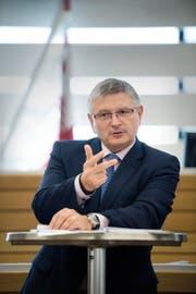 Charles Juillard (53), Präsident der Konferenz der Finanzdirektoren.Bild: Stefan Meyer/Keystone (Delémont, 28. Juni 2016)