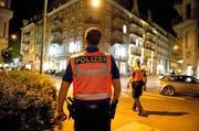 Eine Zweierpatrouille der Luzerner Polizei unterwegs in der Stadt. (Symbolbild) (Bild: Dominik Wunderli / Archiv LZ)