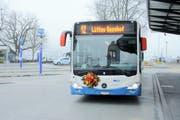 Auch im Jahr 2017 waren die Busse der VBL mit Blumen auf der Front unterwegs. (Bild: PD)