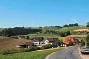 So könnte der Windpark auf dem Schönenthül in der Gemeinde Fischbach dereinst aussehen. (Bild: Visualisierung PD)