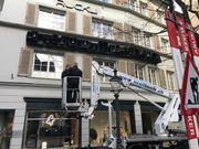 Das Glockenspiel an der Bahnhofstrasse 22 in Luzern bei der Installation. Am 13. April 2017 ertönt es erstmals wieder. (Bild: PD)