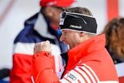 Freute sich am Samstag in der Männer-Abfahrt über Gold und Bronze: Swiss-Ski-Präsident Urs Lehmann. (Bild: Keystone/Jean-Christophe Bott)