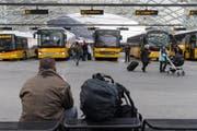 Oben halten die Busse, unten die Züge: Bus-Bahnhof in Chur. (Bild: Keystone)
