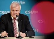 Spielte die Antipathie zu seinem parteiinternen Widersacher herunter: CSU-Chef Horst Seehofer. (Bild: Sven Hoppe/DPA (München, 4. Dezember 2017))
